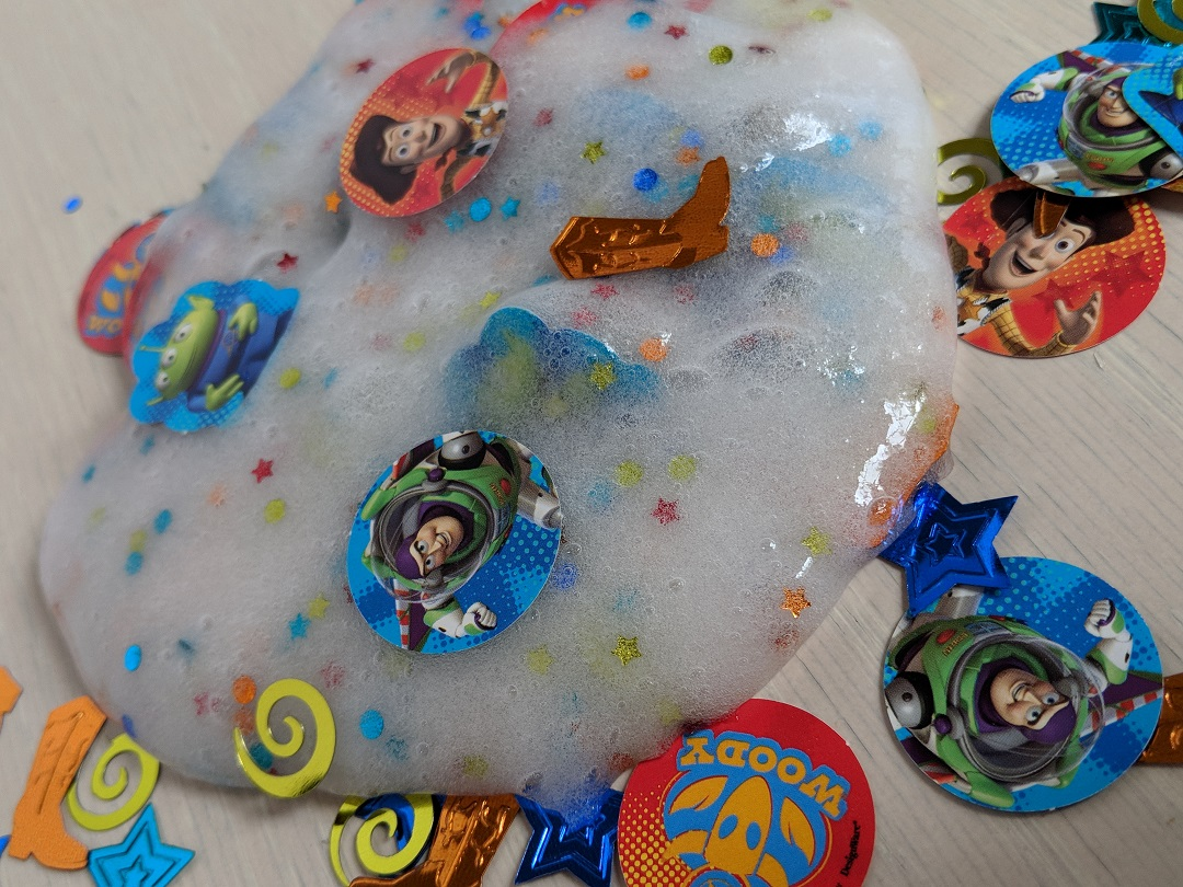 Have fun with Woody and Buzz when playing with Toy Story Slime.