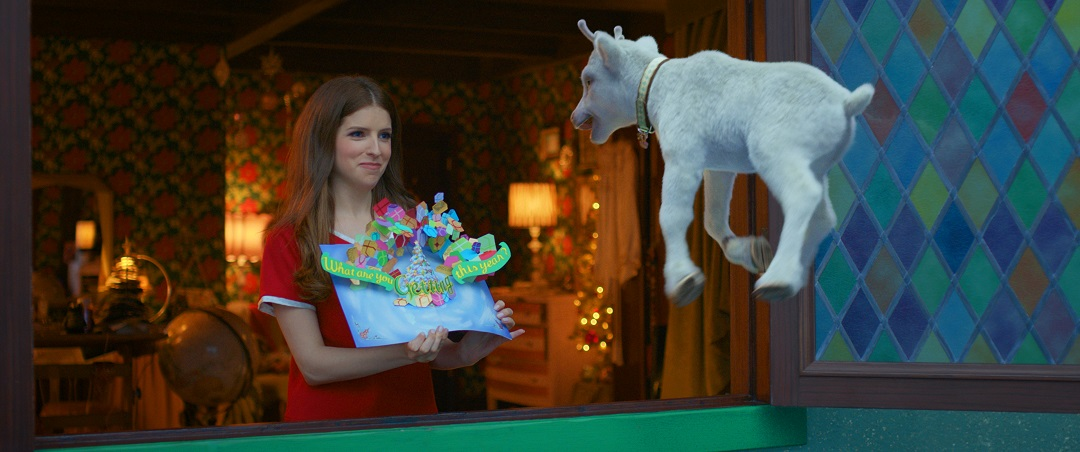 Anna Kendrick as Noelle with her white riendeer, Snowcone.