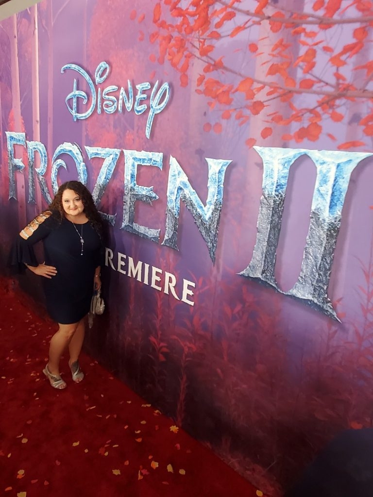 lady at the Frozen 2 world premiere