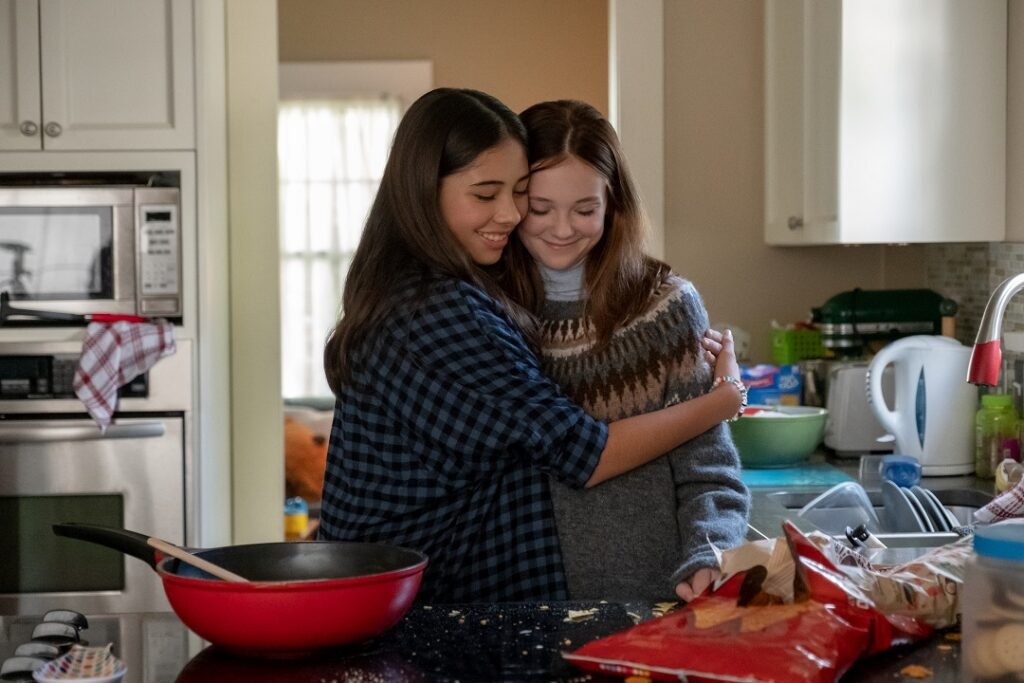 THE BABY-SITTERS CLUB: (L to R) XOCHITL GOMEZ as DAWN SCHAFER and SOPHIE GRACE as KRISTY THOMAS in EPISODE 5 of THE BABY-SITTERS CLUB. Cr. KAILEY SCHWERMAN/NETFLIX © 2020