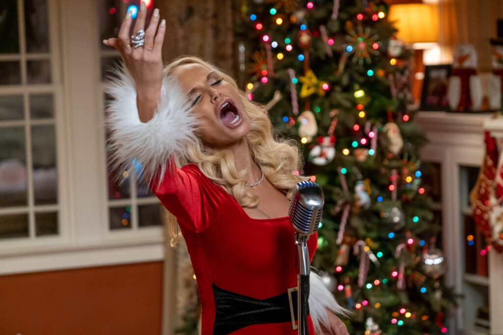 Kristin Chenoweth as Aunt Susan in Netflix's Holidate.